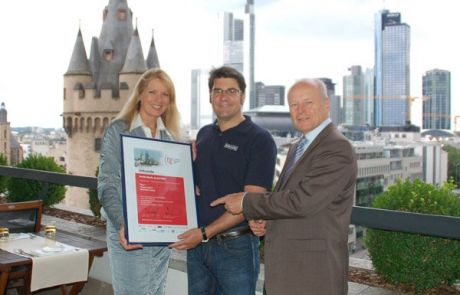 Michael Jungbluth (ZDF) überreicht BIONADE-Preis